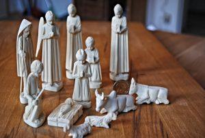 Krippenfiguren handgeschnitzt aus Madagaskar - Spenden für den Schulbesuch von Kindern aus Madagaskar